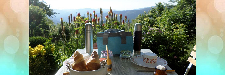 petit-déjeuner, dôme transparent, séjour insolite Rhône Alpes, Limousin, Gard, Paca